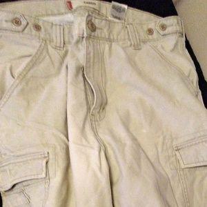 Mens Preowned Levis Kakhi cargo shorts, size33 wai